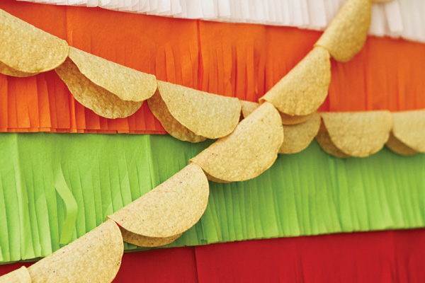 colorful-fiesta-party-taco-bunting